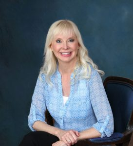 bio photo | Valerie Marsh | Therapist | Online Coaching | Minnesota & Iowa